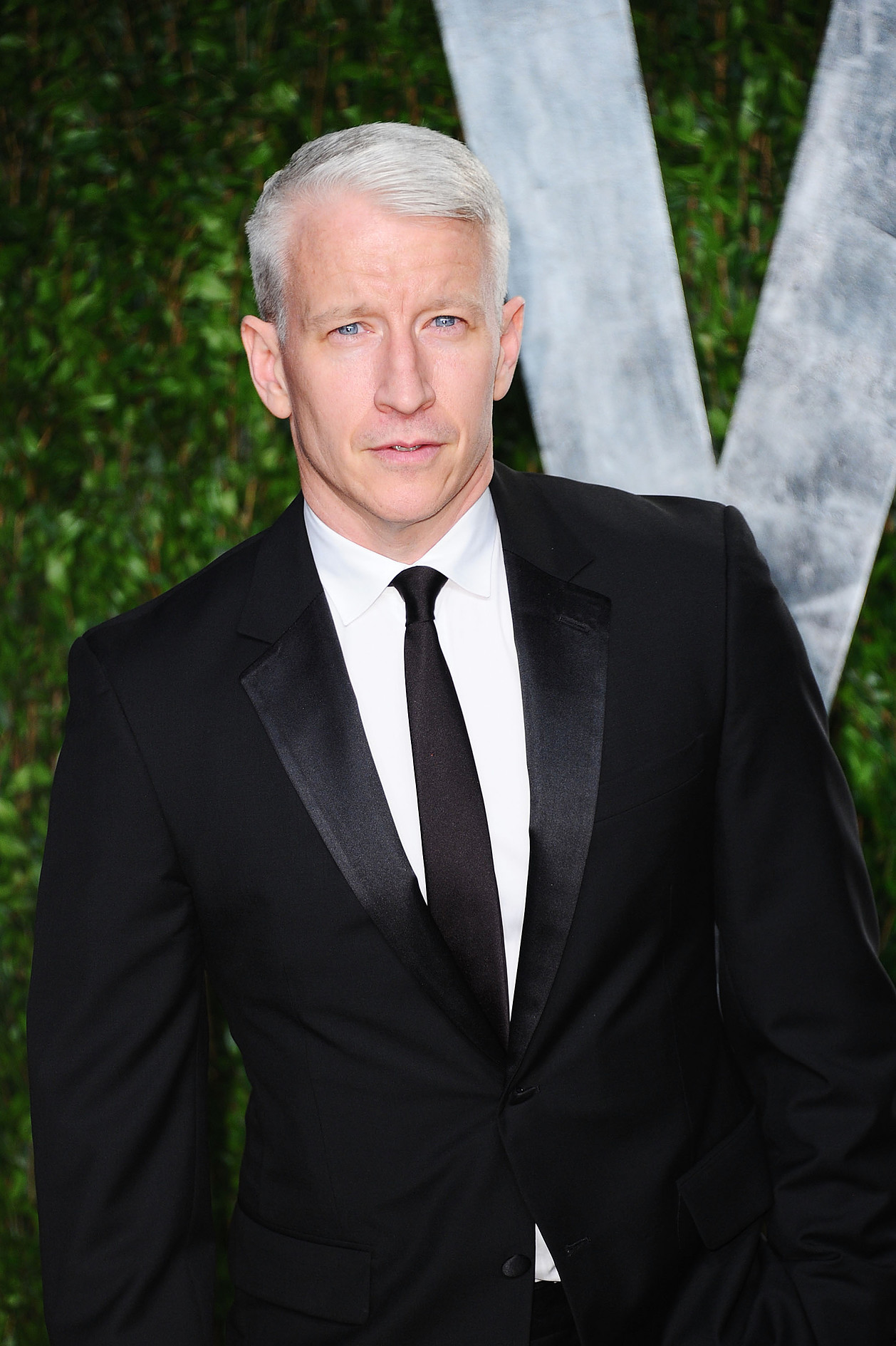 WEST HOLLYWOOD, CA - FEBRUARY 26: TV personality Anderson Cooper arrives at the 2012 Vanity Fair Oscar Party hosted by Graydon Carter at Sunset Tower on February 26, 2012 in West Hollywood, California. (Photo by Alberto E. Rodriguez/Getty Images)